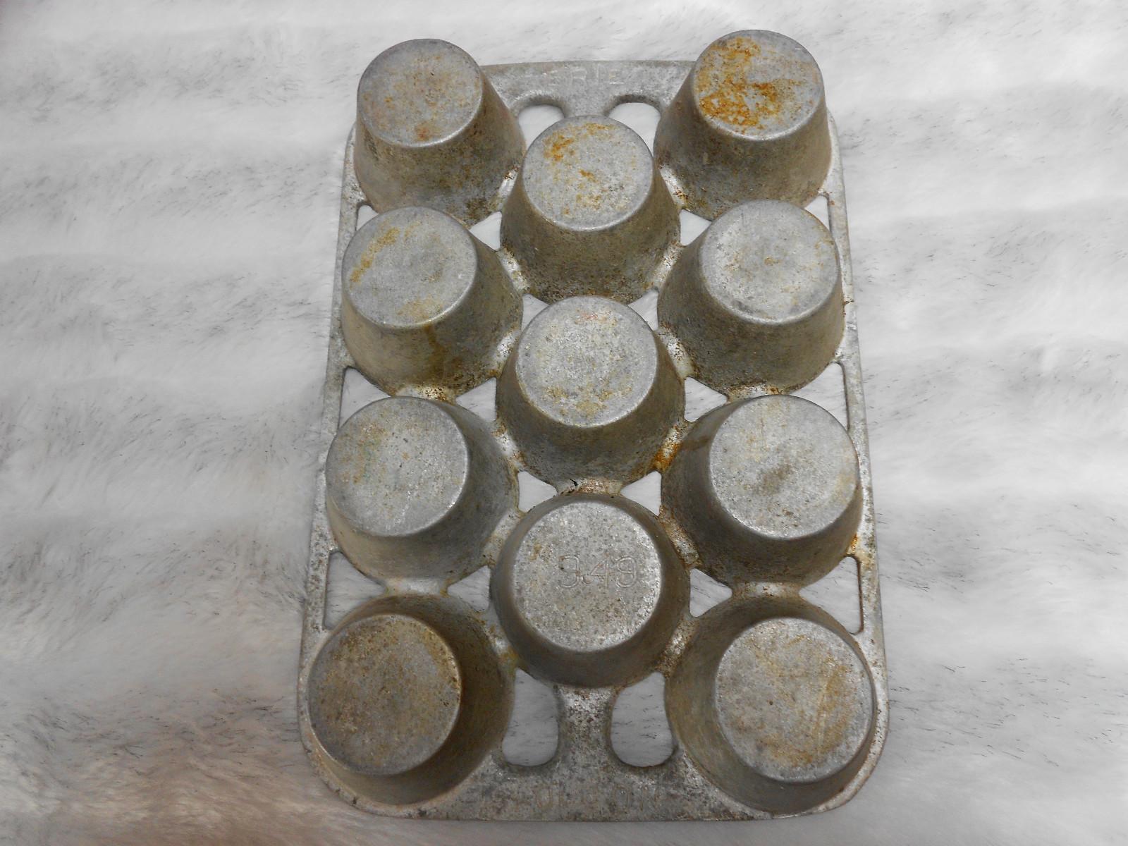 Erie Muffin Pan bottom