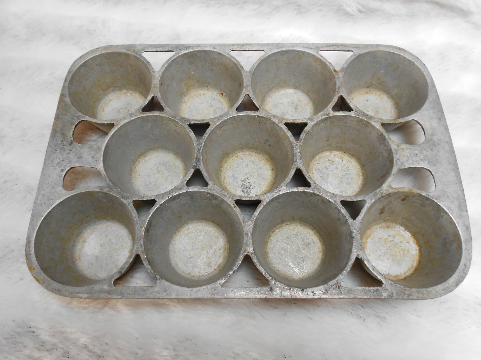 Erie Muffin Pan top