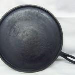 Favorite Ware Piqua #10 Cast Iron Griddle bottom