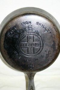 Griswold 6 chrome bottom logo