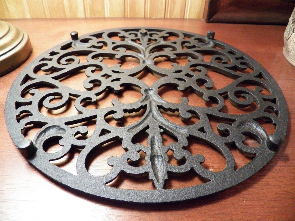 12 INCH TRIVET PENNSYLVANIA DUTCH COUNTRY bottom