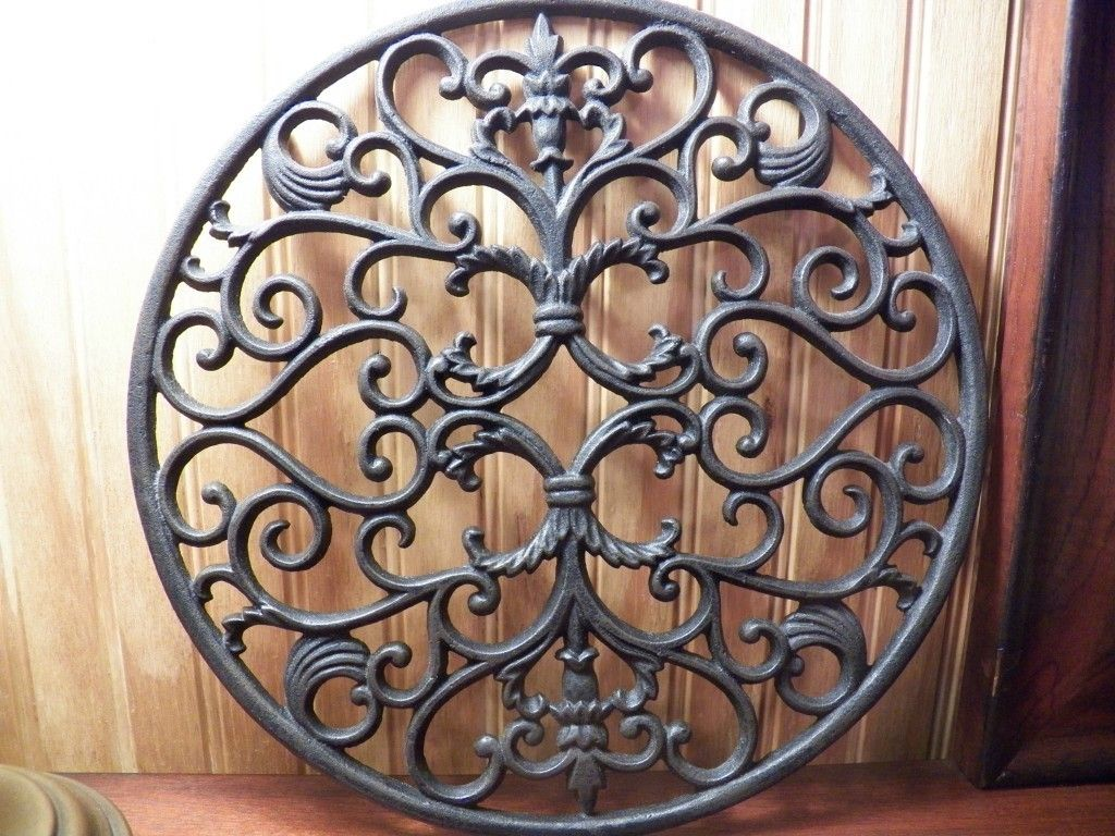 Trivet 12 Round Ornate Cast Iron Mary And Tom S Kitchen