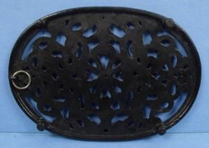 oval trivet black CI borrom