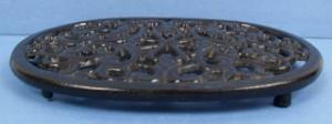 oval trivet black CI side