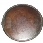 WAPAK No 12 GRIDDLE WITH BAIL bottom